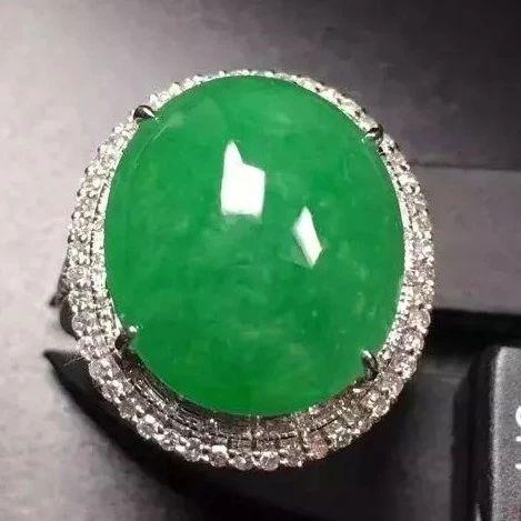 【玉石】糯种翡翠戒指不值钱?翡翠戒指的选购技巧是什么?