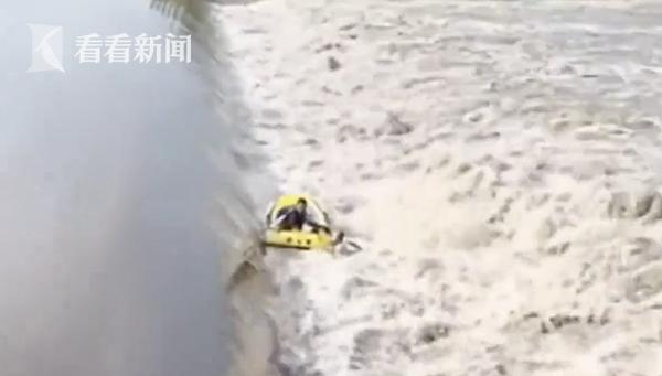 要鱼不要命?两男子在泄洪水域捕鱼 瞬间被淹没1人下落不明