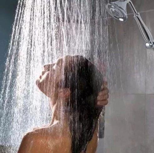 洗澡时热水器到底要不要断电?别再用生命去洗澡了