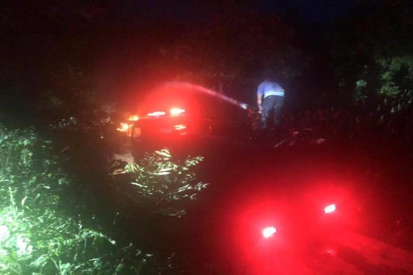 面包车自燃 河南省新密市公安局民警及时救援