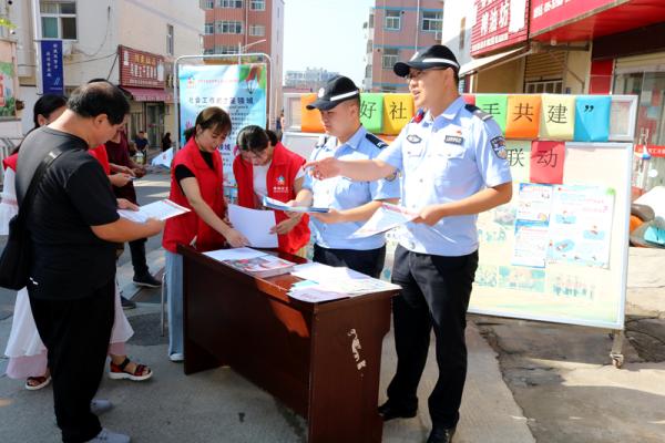 河南省新密市公安局联合社区志愿服务队开展平安宣传志愿活动