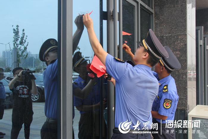 """擦亮""""菏泽之窗"""" 菏泽城管治理火车站广场"""