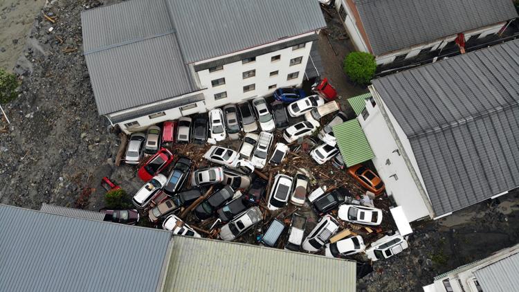 臥龍耿達鎮轉移受困群眾70名 重傷員直送成都|組圖
