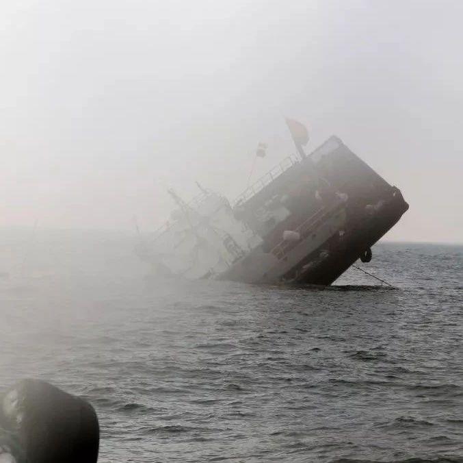 渔船凌晨撞上山体沉没,微版泰坦尼克号惊魂上演!