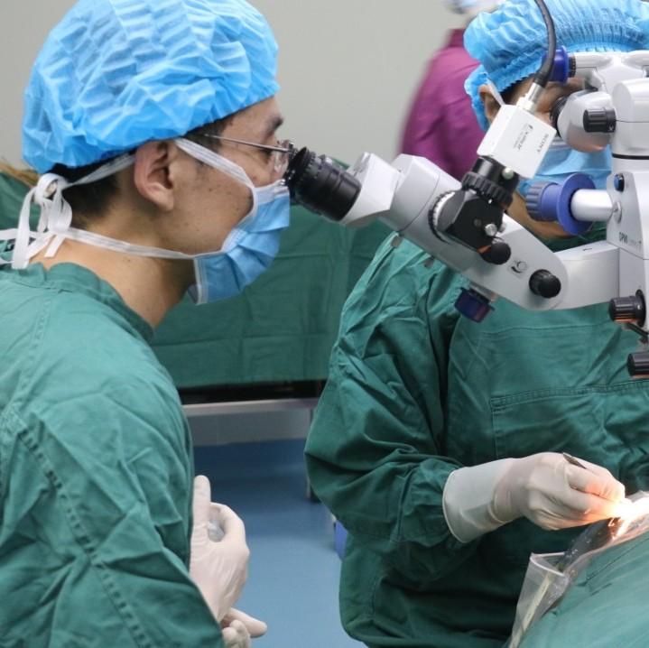美女想做近视手术,却被带到了白内障科,什么情况?
