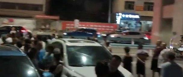 贵阳一小区,物业关了停车场!车辆全都挤路边…物管:合情合理!有关部门回应