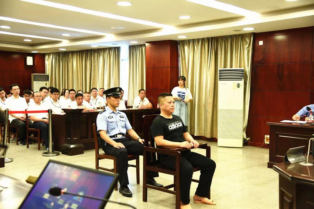 南宁市禁毒支队原副支队长涉受贿128万元受审|南宁