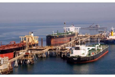东方大国无视美方制裁,派军舰从伊朗拉回石油,13亿人纷纷点赞