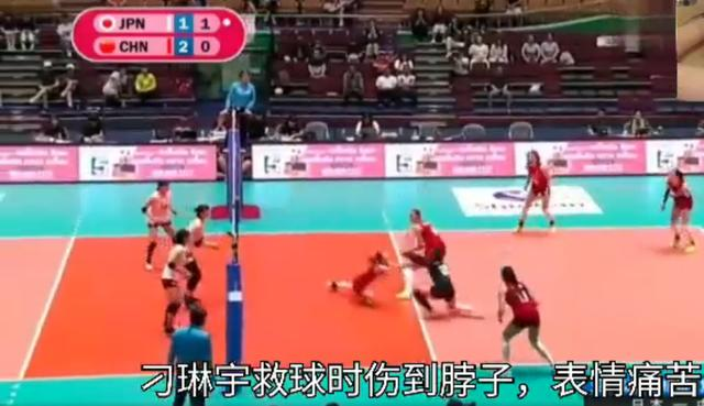 女排险胜日本,谁注意到18岁二传?压力大到离谱,赛后捂脸痛哭