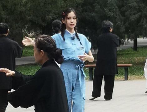 热巴VS杨幂VS杨颖,《遇见天坛》路透图,谁更适合双马尾?