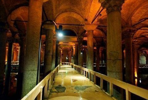 土耳其这座已经存在十几个世纪的地下水宫