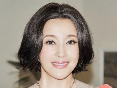 剧组探班姐姐时意外被刘晓庆看中,如今姐姐无人问津