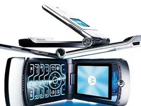 摩托罗拉Razr折叠屏手机曝光,或将年底上市