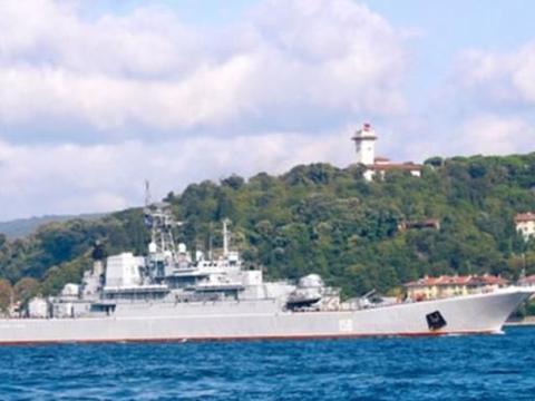 要准备进行决战?俄罗斯一登陆舰前往叙利亚,上有坦克装甲车