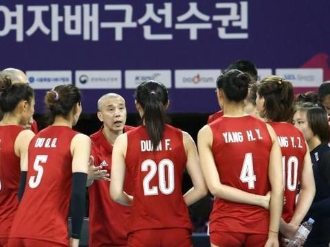 中国女排遭遇意外险胜日本,主力二传伤退,艰难拿下比赛