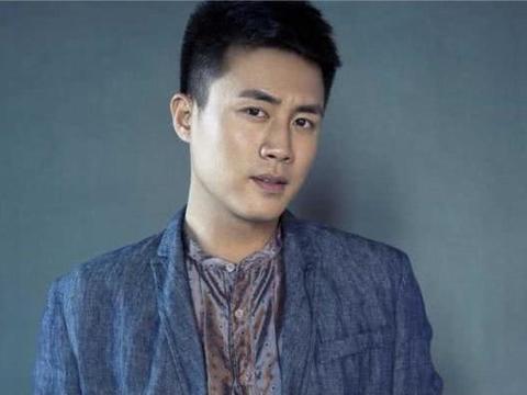 他杜淳是同班同学,人不红却多次出演男一号,导演:他可是我亲弟
