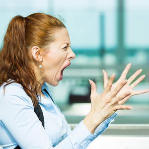 迟接孙子放学10分钟,老人被扇2耳光!孩子妈妈:打她是为全家好