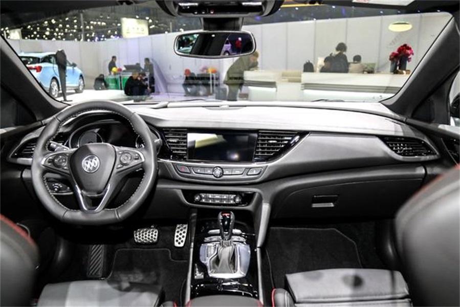作为一款二十万的性能车,别克君威GS到底值不值得选择?
