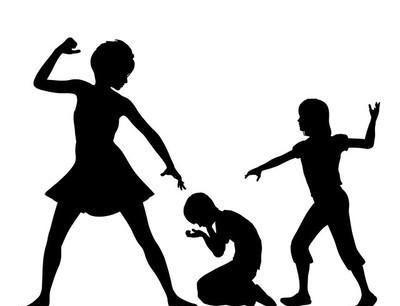 """校霸逼迫9名女生""""谈对象"""",被批捕,这是校园霸凌吗?"""