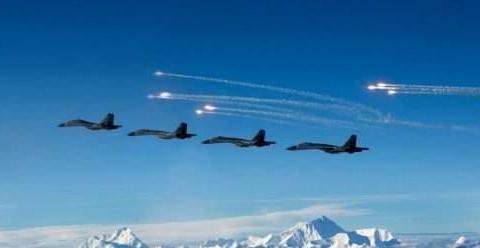 中国战机遭4架外军战机雷达锁定,海航飞行员硬钢,逼迫对方撤离