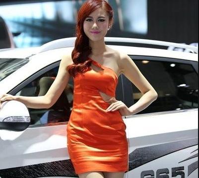 橙子味车模亮相,动感长发很飘逸,身材看了要上火