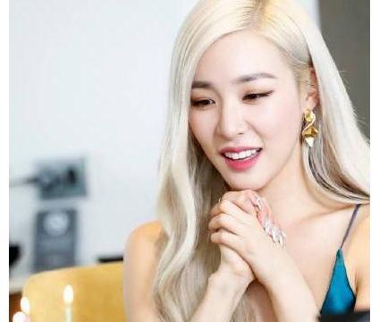 少女时代合体,为tiffany庆30岁生日,泰妍被拍出表情包