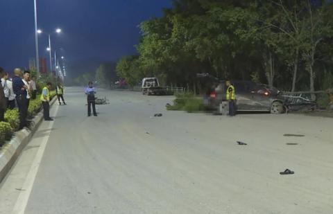 潮州市区意东三路一路口发生两车碰撞,造成摩托车驾驶员当场死亡