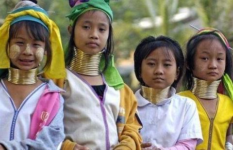 泰国最特别的长颈族:女孩从5岁起就要戴项圈生活