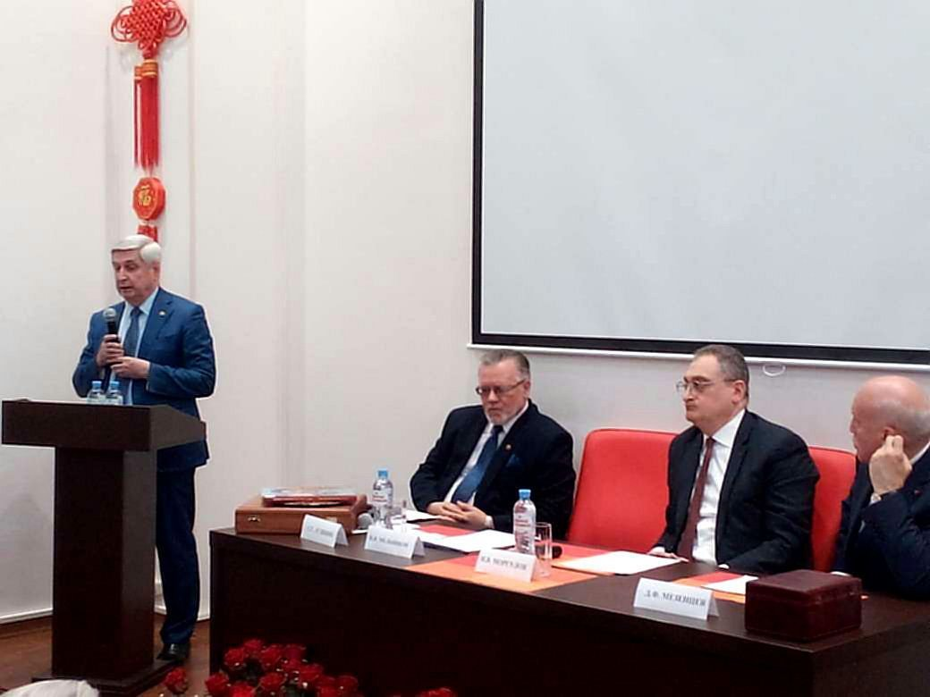 俄共中央委员会第一副主席梅利尼科夫当选俄中友好协会新主席,图源:俄卫星通讯社,下同