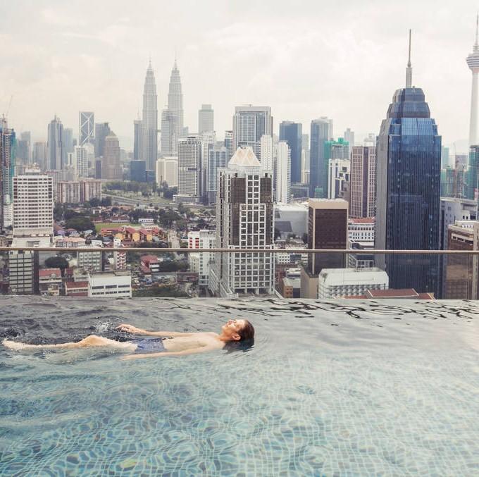 每日情报   人民币汇率创十一年来新低,香港居民纷纷涌向这些避风港