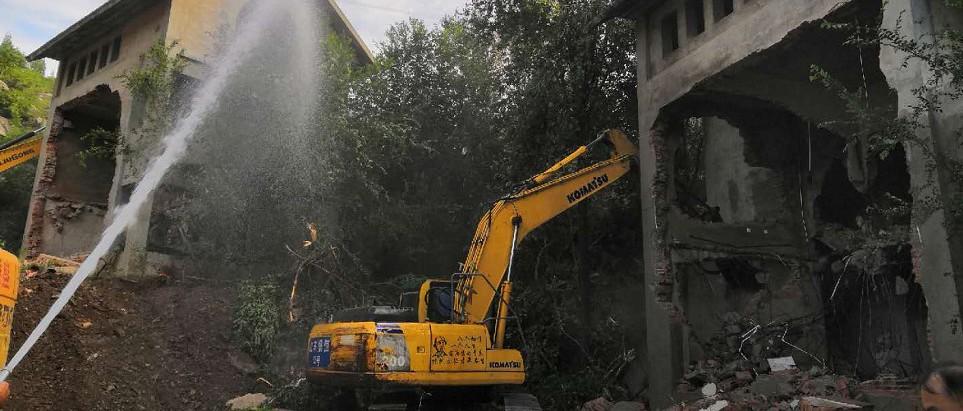 刚刚!济南这些违建别墅被拆!4200余平方米!