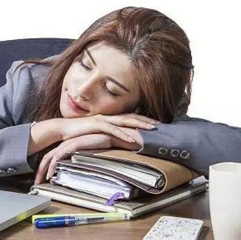 【FM910健康】可引发的疾病真不少!你还在趴着午睡吗?