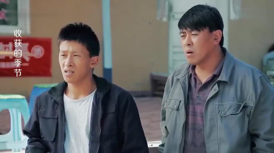 小伙被公安局放出来后,村民忙问他:进去挨揍没太搞笑了!
