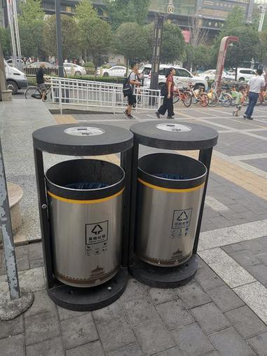 生活垃圾分类倒计时 东西南北大街垃圾桶有变化商场无动于衷
