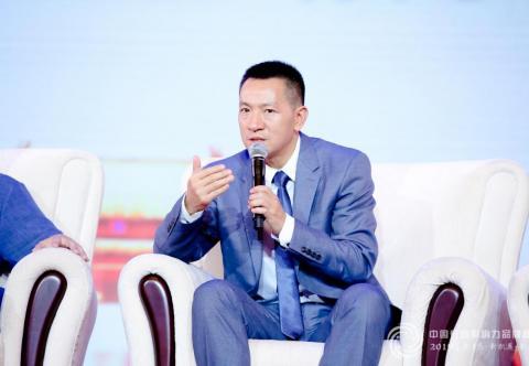 第六届中国行业影响力品牌峰会,雅座CEO白昱对话央视康辉
