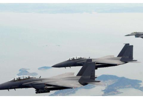 中国国防白皮书透露重大信息,各国纷纷对号入座,有国欢喜有国愁