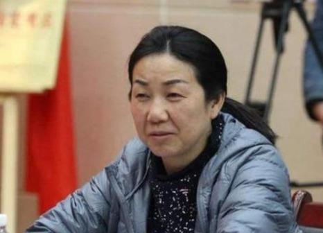 作为邓亚萍最贴心、最放心的搭档,却为何说她一生都在衬托她人?