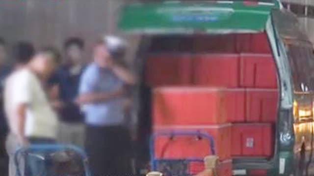 """""""中国邮政""""给周黑鸭送货途中被交警拦下,司机:我第一天上班"""