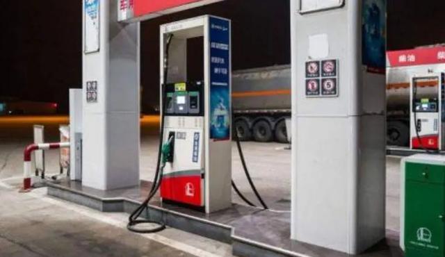 55升的油箱,却加了67升油!车主疑惑,工作人员的解释却逗乐
