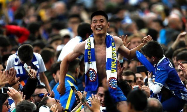 武磊驰援国家队的样子,像极了2008年的郑智、邵佳一和孙继海