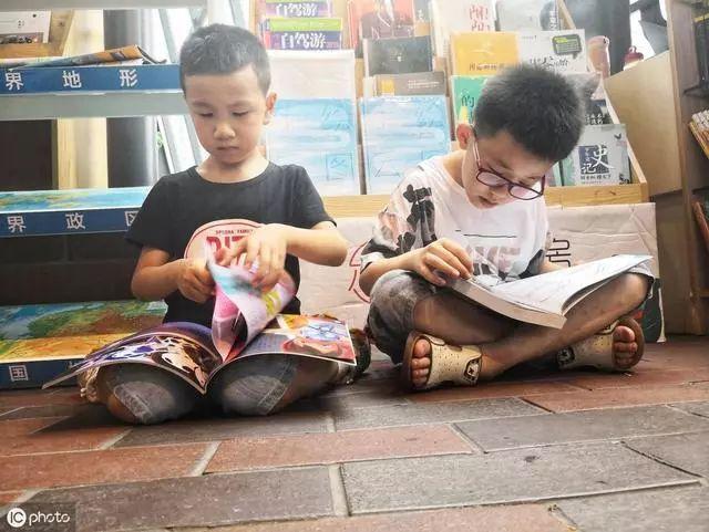 吴京儿子5岁,阅读量已超百万,喜欢阅读的孩子是怎么养成的?