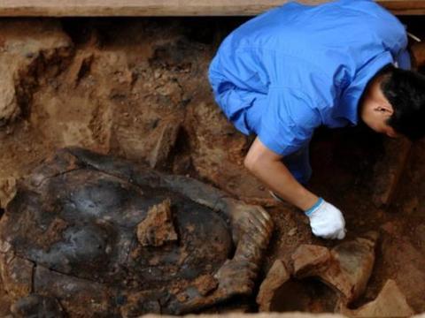 山西发现神秘人骨遗骸,碳14测定为6200年前,专家:是女娲