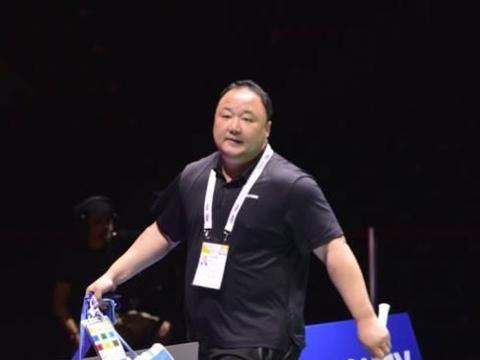 杜玥/李茵晖创羽毛球史上一大纪录,赛后累瘫,张军主动帮拎包