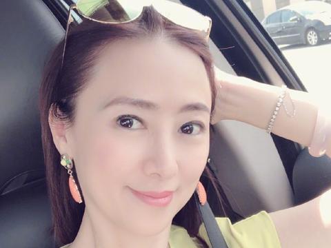 41岁的她曾是亚洲小姐冠军,近日发文引热议,网友:多读点书吧
