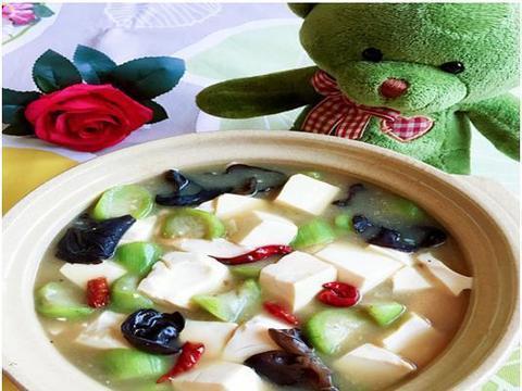 精选美食推荐:丝瓜炖豆腐,三色拌木耳,滑溜里脊的做法