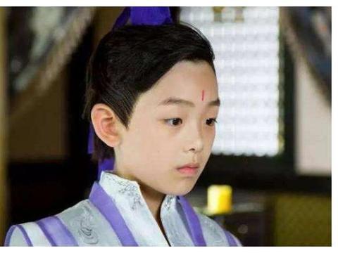 15岁就拍了60多部戏,曾搭档李易峰杨幂,现却因身高断了童星的路