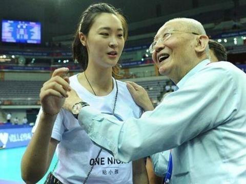 关键时刻又是她挺身而出!中国女排力克日本队,魏纪中真没看走眼