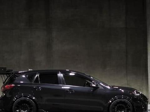 全黑车身比高尔夫酷,2.0L引擎5.5秒破百