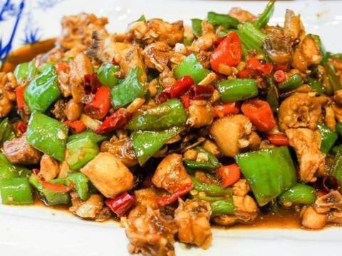 精选美食推荐:番茄娃娃菜,尖椒鸡丁,双笋虾仁的做法