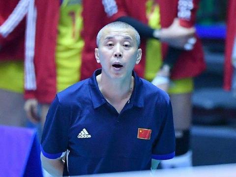 包壮主教练两句话,挽救中国女排两度危机,球迷:姜还是老的辣